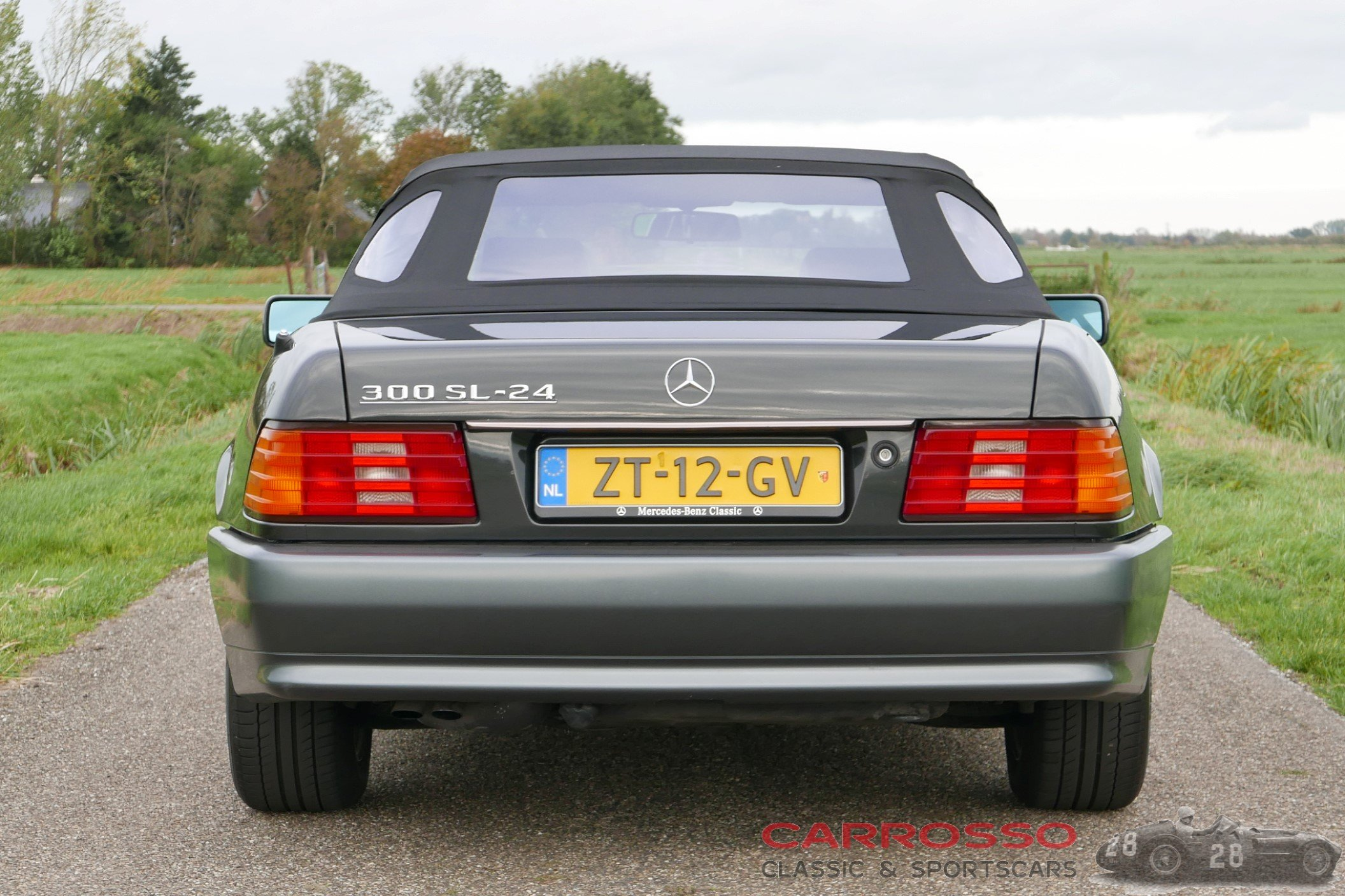 8Mercedes Benz SL 300 (18)